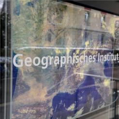 Beschriftung Geographisches Institut (GIUB)
